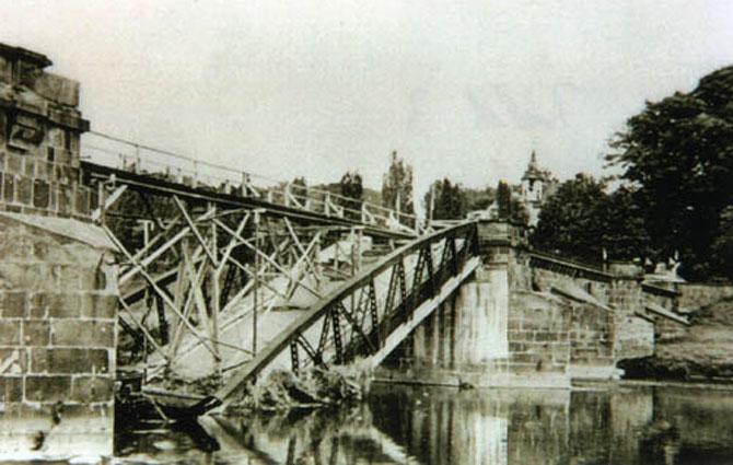 http://www.poeppelmannbruecke.de/Images/1945-zerstoert-670.jpg