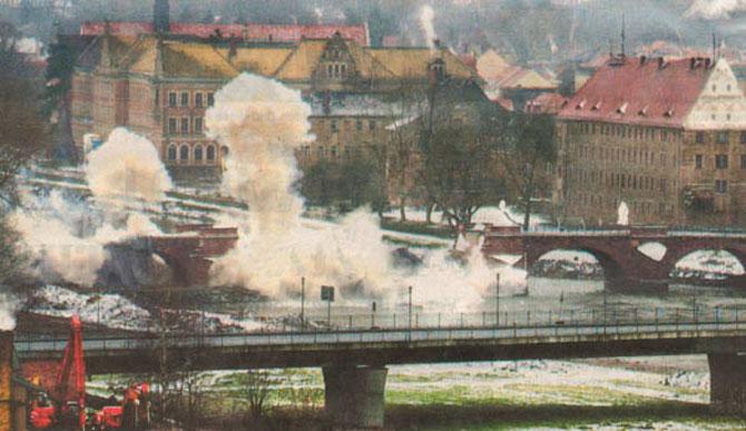 http://www.poeppelmannbruecke.de/Images/2002-Sprengung-670.jpg